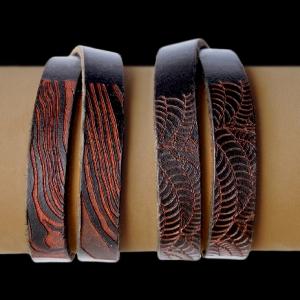 Bracelets en cuir gravés